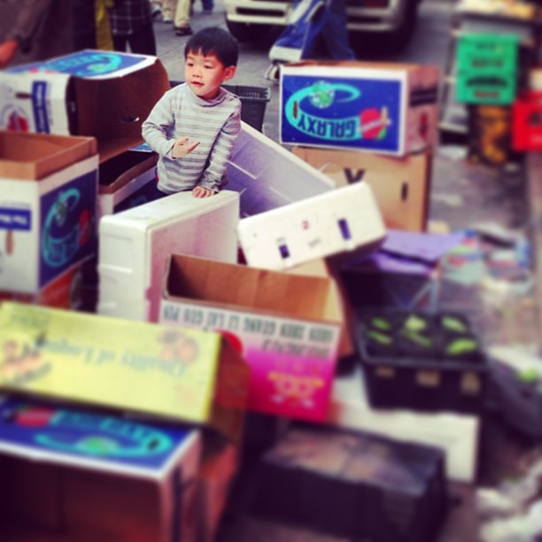 #boy playing amidst #boxes on the #streets of #shamshuipo #hongkong. #hkig