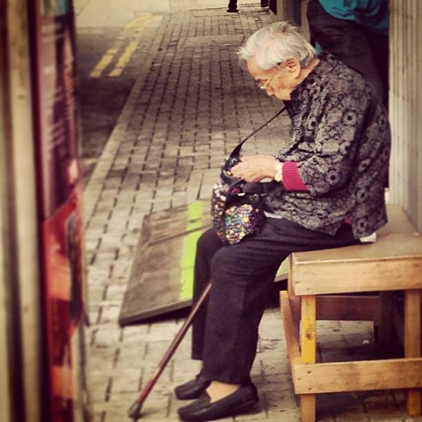 #old #lady resting in #sheungwan #hongkong. #hkig