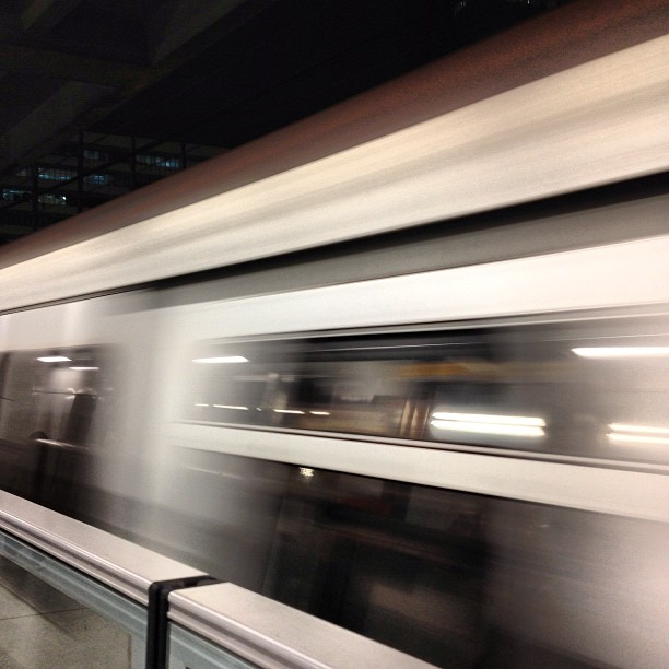 A #speeding #MTR #train zooms past the platform. #hongkong #hk #hkig