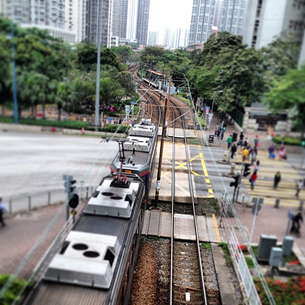 An #mtr / #lrt / #tram / #train thingy, zooming off into the distance. #hongkong #hk #hkig