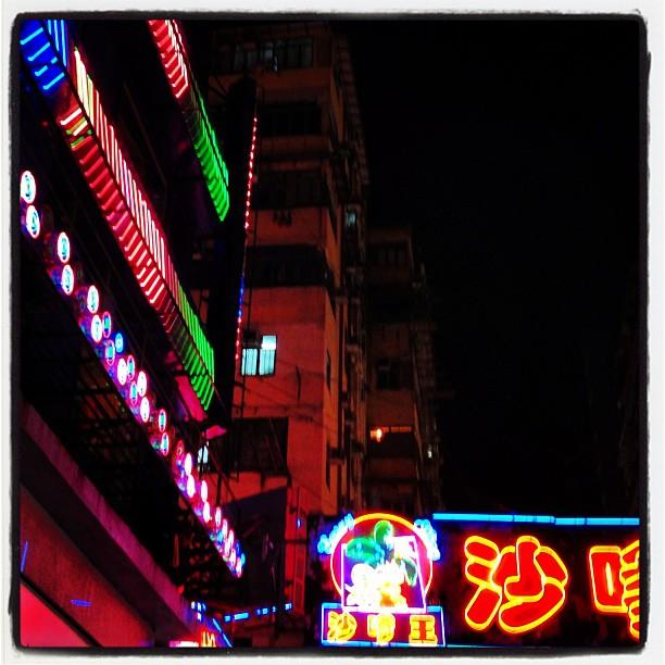 Streams of #neon in the #mongkok #night. #hongkong #hk #hkig