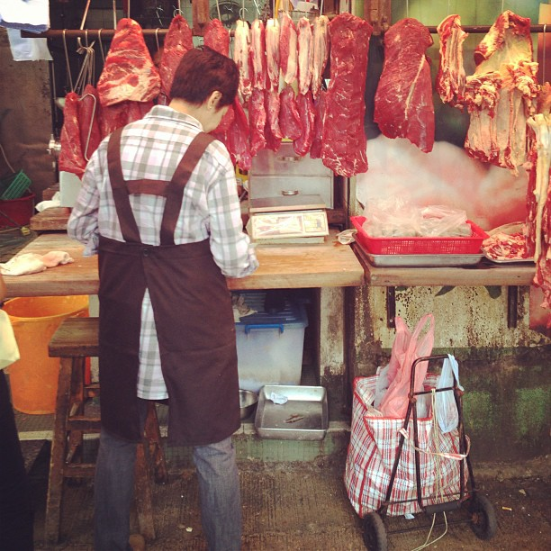 The #butcher selling #meat at the #market. #hongkong #hk #hkig