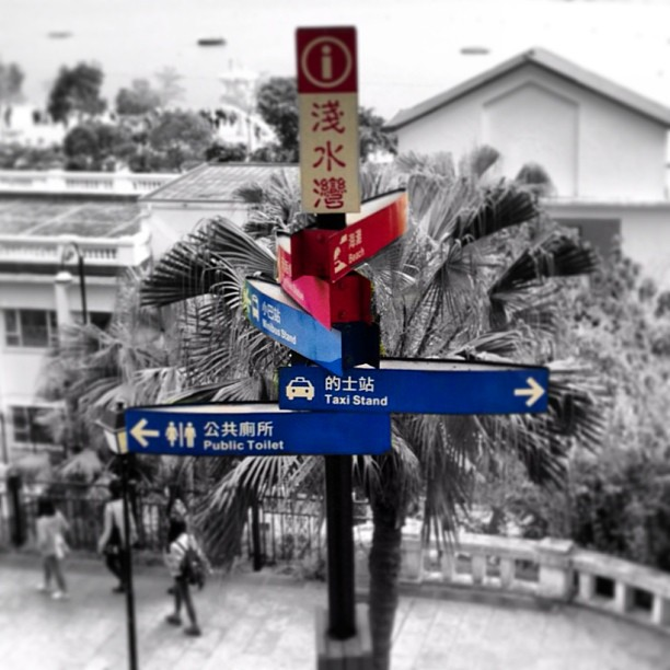 The ubiquitous #hongkong #tourist information #signpost. Very useful. #hk #hkig