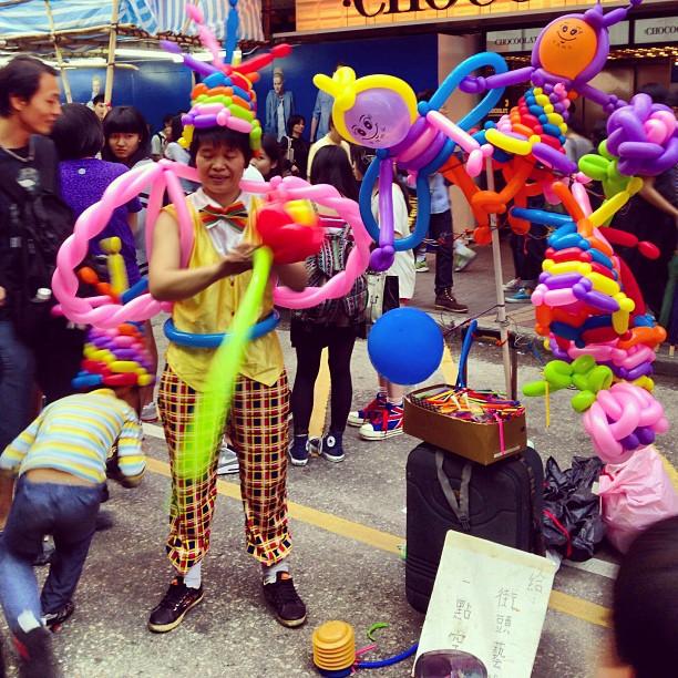 #balloon #artist performing on the #streets of #mongkok. #hongkong #hk #hkig