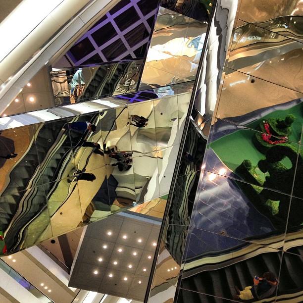 #reflections in #steel. #escalator crossings in a #mall in #hongkong. #hkig