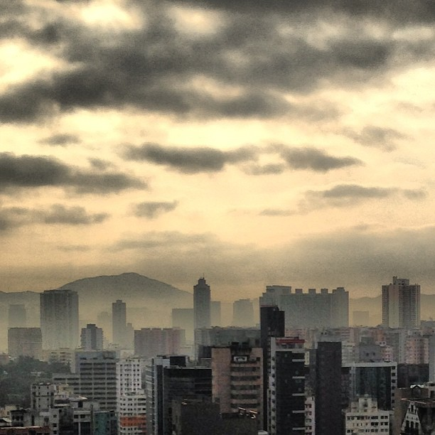 #sunrise over #kowloon on a #cloudy #morning. #hongkong #hk #hkig