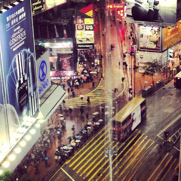 The #streets of #causewaybay #hongkong through rain-streaked glass. #hk #hkig