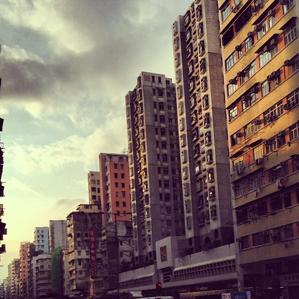 #buildings in #perspective. A #hongkong #evening #street scene. #hk #hkig