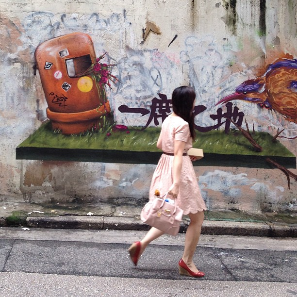 #lady walks by #graffiti. #street #art #hongkong #hk #hkig