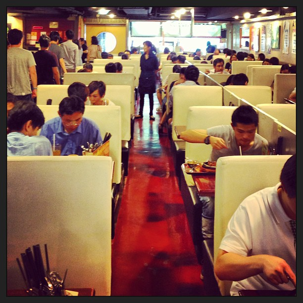#lunch crowd at a #dense #hongkong #diner. #hk #hkig
