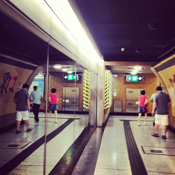 #mirror #split in the #mtr #station. #hongkong #hk #hkig