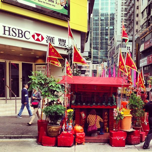 #street #corner #shrine. #hsbc #hongkong #hk #hkig