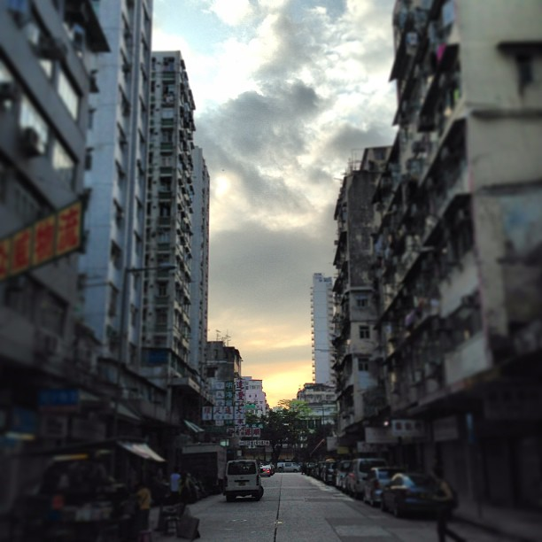 #urban #sunset. Through the #buildings and #streets, the #evening falls. #hongkong #hk #hkig