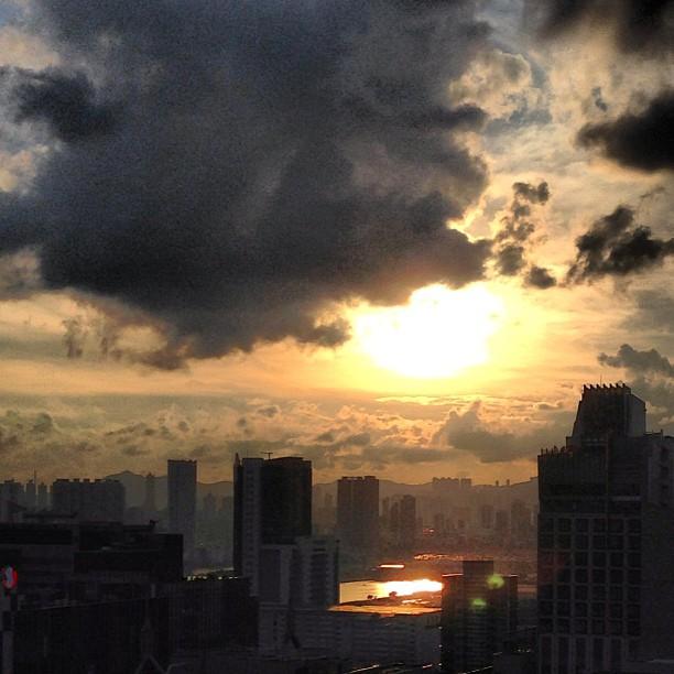 A #golden #evening - #sunset over #kowloon. #hongkong #hkig #hk