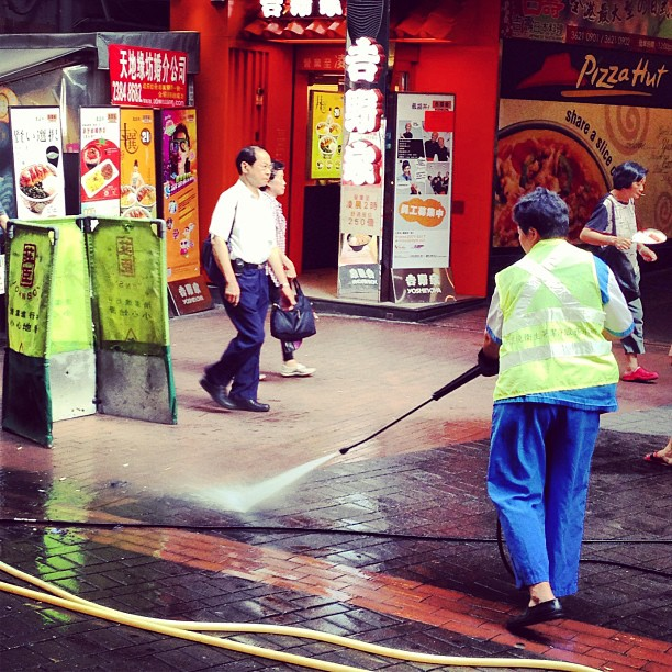 A #hongkong #morning - a municipal #street #cleaner #washes the #streets with a high-pressure water gun. #hk #hkig