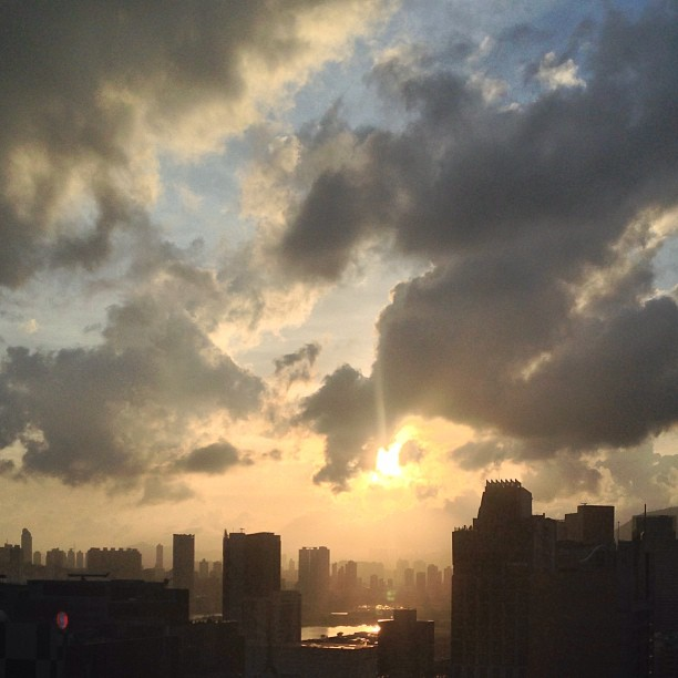 An #unfiltered #sunset over #kowloon. #hongkong #hk #hkig #nofilter
