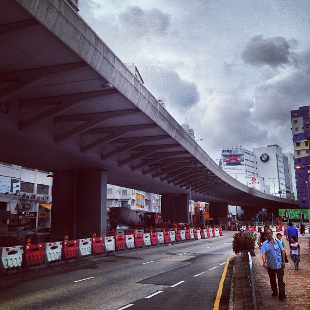 The #elevated #kowloon #corridor cuts thru #tokwawan. #hongkong #hk #hkig #roads #highways
