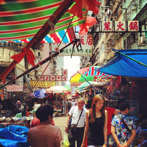 The #mongkok #street #market feels like an Arabian #bazaar with all the haphazard #canopies. #hongkong #hk #hkig