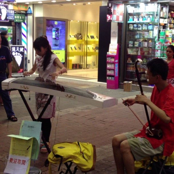 The #sights and #sounds of #mongkok - #street #buskers on the #guzheng and #erhu. #hongkong #hk #hkig #hkvideo #instavid