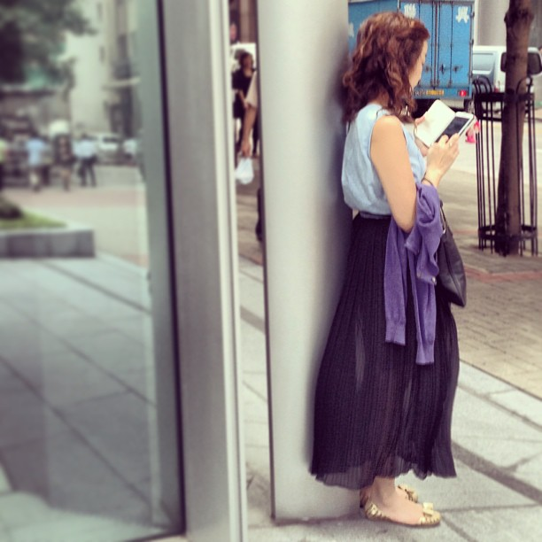 #Waiting - the #lady at the #corner. #hongkong #hkig #hk #style #fashion