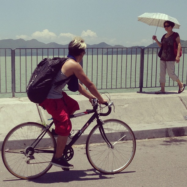#cyclist and #pedestrian pass each other on the #plover #cove #dam. #hongkong #hk #hkig