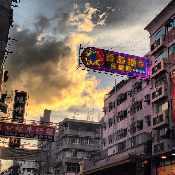 #evening in #kowloon #city - the #sunset lights up the sky and the #neon #signs blink into life. #hongkong #hk #hkig