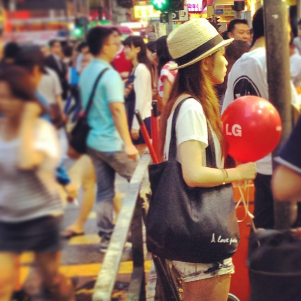 #lady with #straw #hat and #red #balloon in #mongkok. #fashion #style #hongkong #hk #hkig