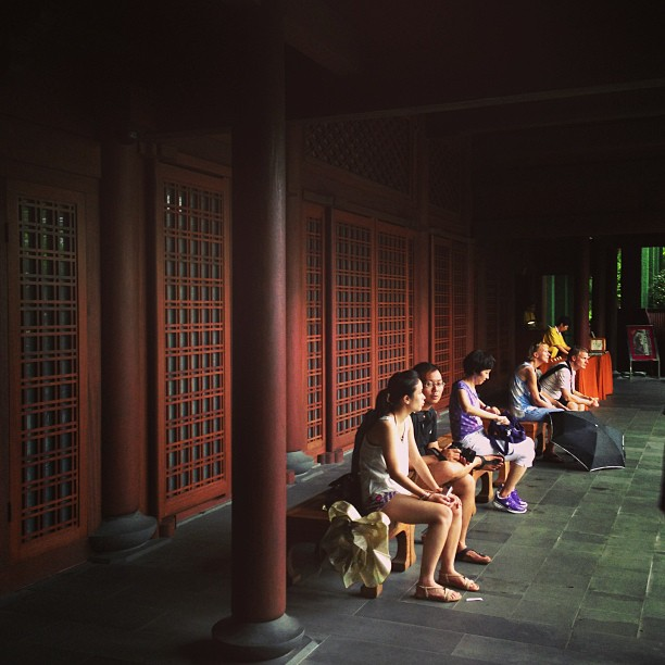 #people taking #shelter from the #rain. #wooden #building #nanlian #garden #hongkong #hk #hkig