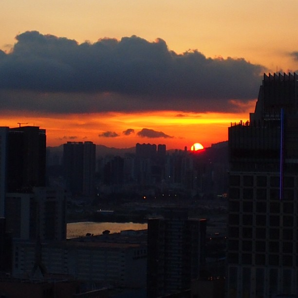 #silhouettes at #sunset - #kowloon. #hongkong #hk #hkig #cityscape #skyline