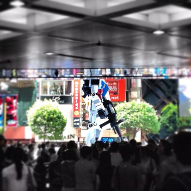 A #gundam stands guard in #causewaybay. #hongkong #hk #hkig