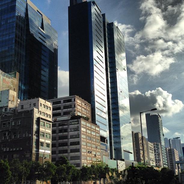 Good #morning #kwuntong! #sunrise breaks on #towers of #glass and #steel as well as #old #factory #buildings. #hk #hongkong #hkig