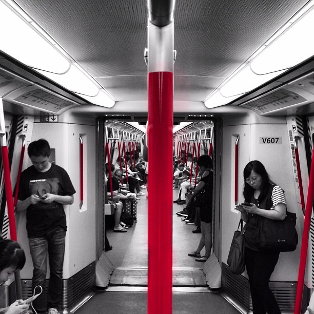 On the #MTR - seeing #red. #hongkong #hk #hkig