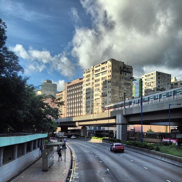 The #MTR #train #tracks run through #KwunTong / #NgauTauKok. #hongkong #hk #hkig