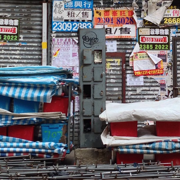 #TungChoi #street aka #ladiesmarket in the #morning is a wasteland. #hongkong #hk #hkig