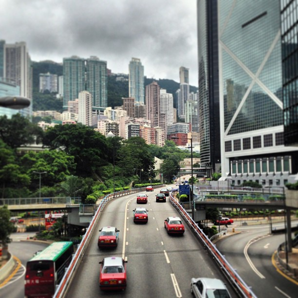 #admiralty scene - #taxis, #road and the #midlevels in the distance. #hongkong #hk #hkig