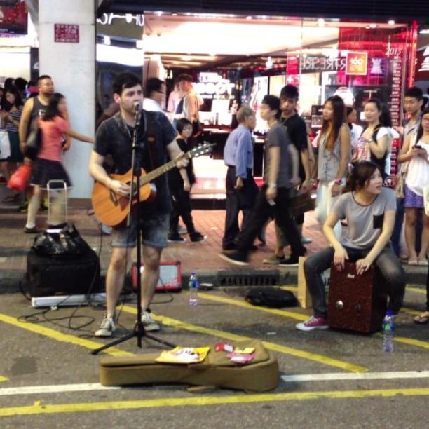 #maroon5 by a #mongkok #street #busker / #guitarist / #musician / #singer. #hongkong #hk #hkig #hkvideo #instavid