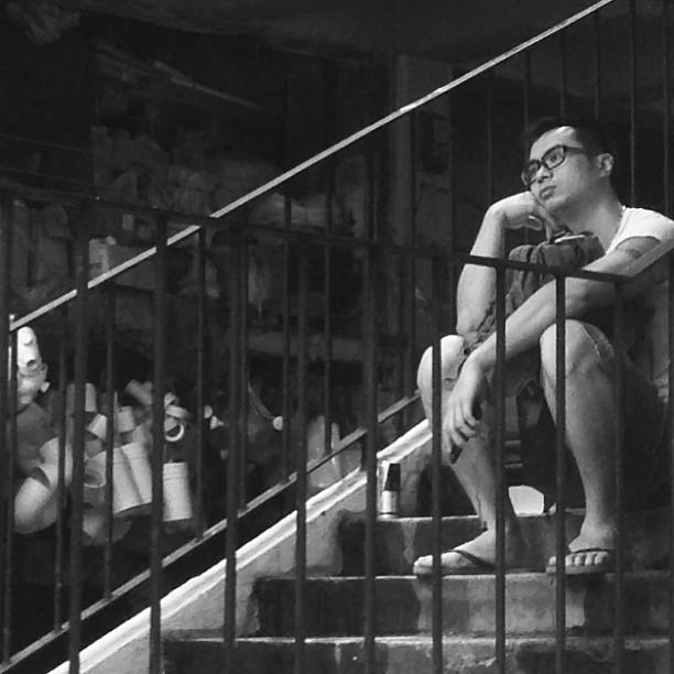 #portrait - #man sitting on #stairs. #mono #hongkong #hk #hkig