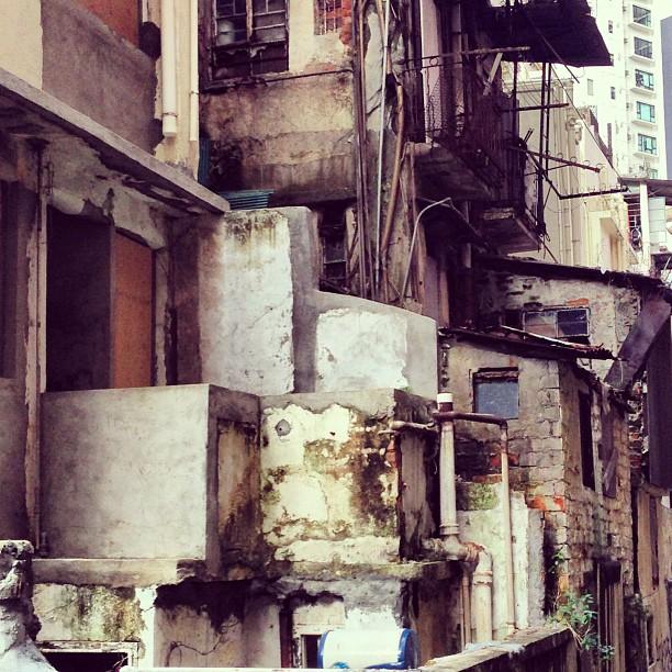 #urban #decay - a #crumbling and disjointed #backlane. #hongkong #hk #hkig