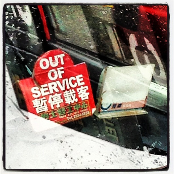 A #hongkong #taxi is out-of-service due to the #typhoon. #hk #hkig