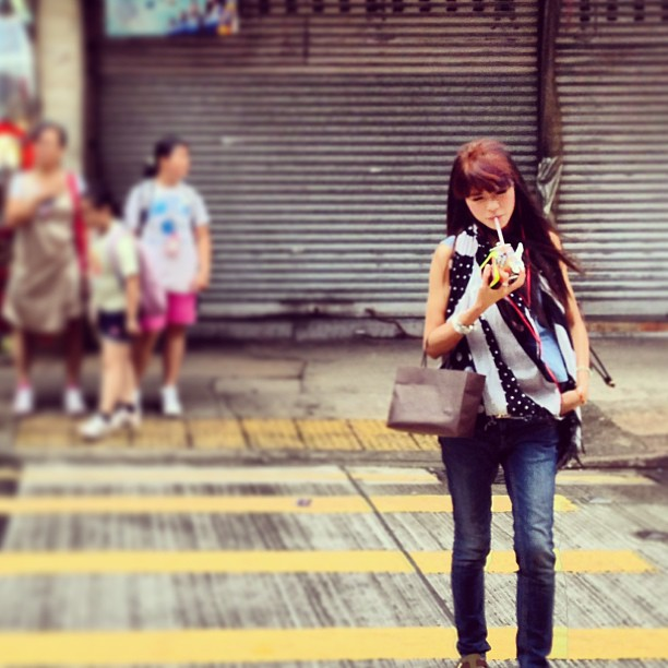A #lady crosses the #road in #style in #TaiKokTsui. #hongkong #fashion #hk #hkig