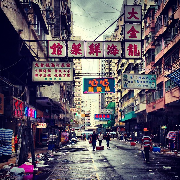 #TungChoi #street #LadiesMarket in #MongKok after the #typhoon #rain. #hongkong #hk #hkig