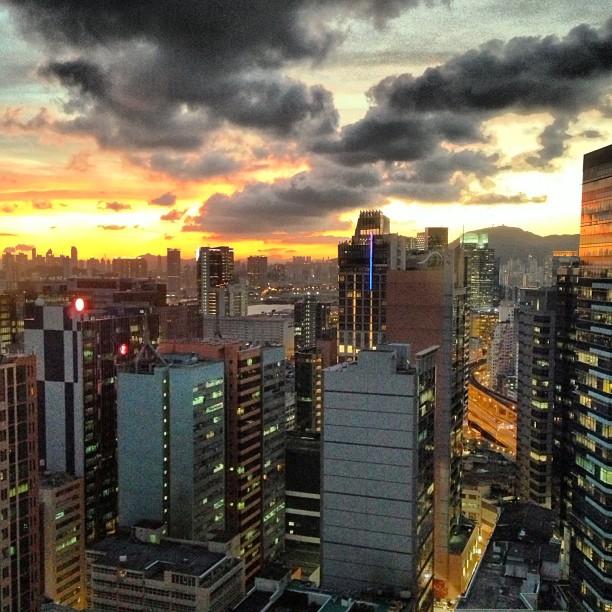 #evening brings a dramatic #sunset to #kwuntong. #hongkong #hk #hkig