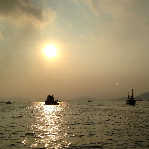 #silhouettes of #boats in the #evening - the #sunset turns #VictoriaHarbour golden. #hongkong #hk #hkig