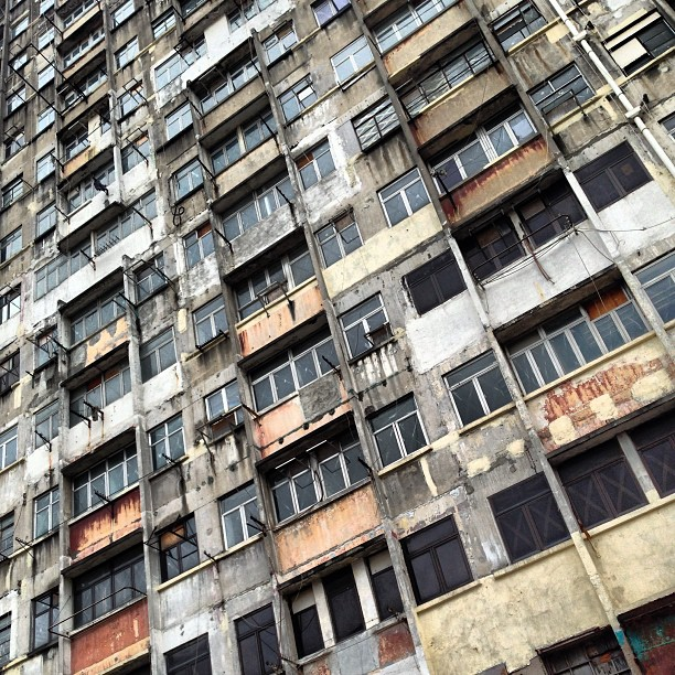 #urban #decay - an empty block of flats in #kwuntong, scheduled for redevelopment. #hongkong #hk #hkig