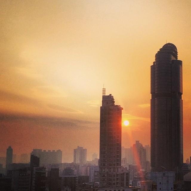 A #lensflare #sunrise over #Mongkok. #hongkong #hk #hkig