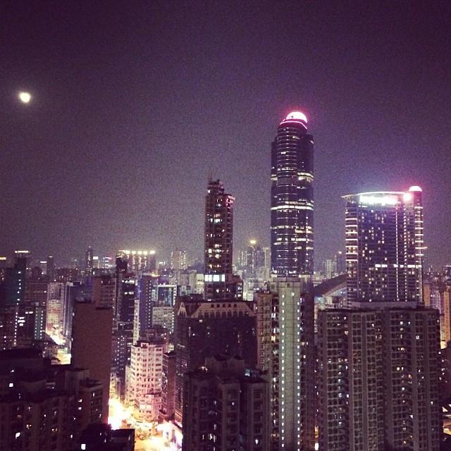 A tiny #moon rises over #Mongkok. Hello again, #hongkong. #hk #hkig