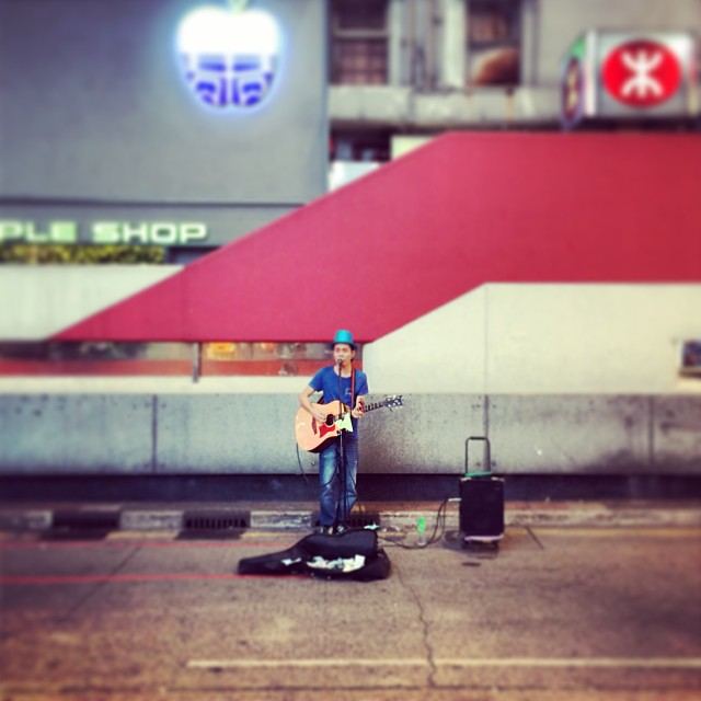 Solo # Mongkok #street #busker on a #Thursday night. #hongkong #hk #hkig