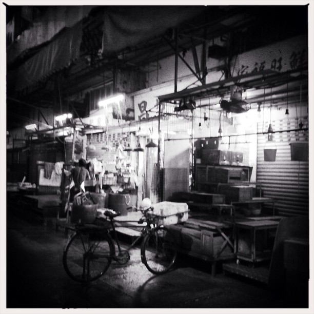 The #street #market closing at #night. #mono #hongkong #hk #hkig