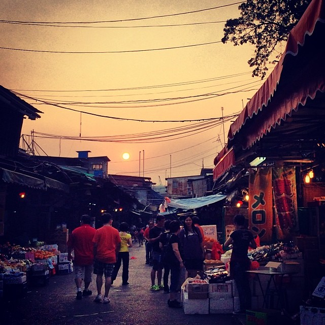 #sunset over the old #yaumatei wholesale fruit #market. #hongkong #hk #hkig