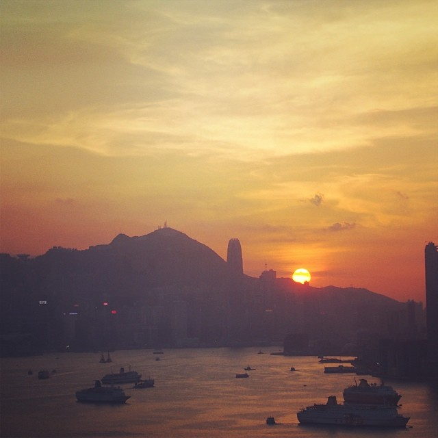 An #evening #sunset over #hongkong island. The sun goes down behind #HK. #hkig